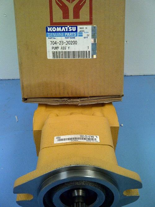 PIECES KOMATSU D''ORIGINE img-20111229-00218