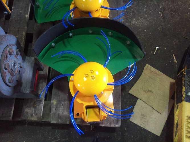 Coupe bordure hydraulique pour mini pelle 2012-10-0915.39.07